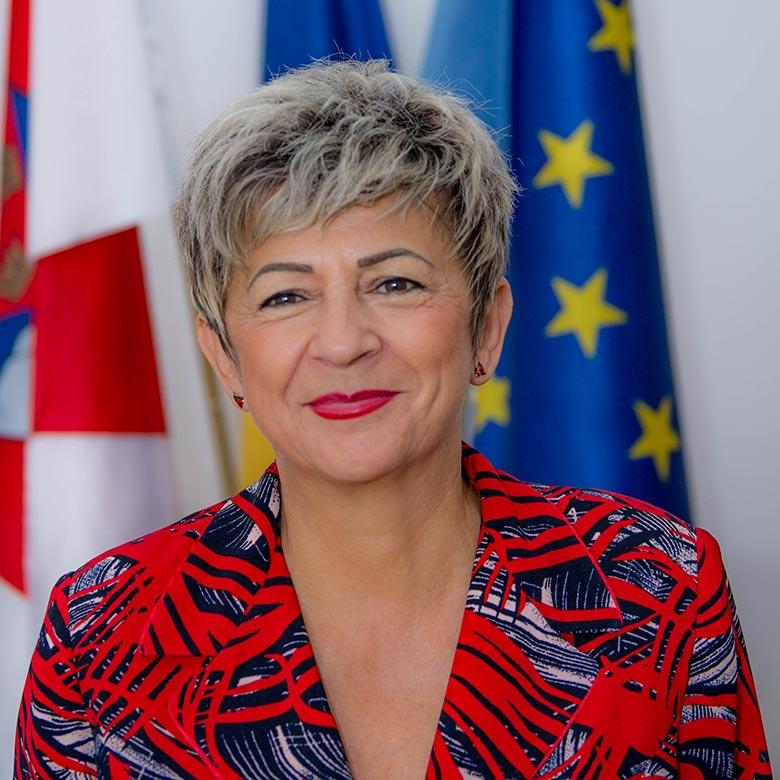 Elena-Farcasan-Foto